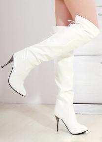 Лакированные ботфорты на каблуке