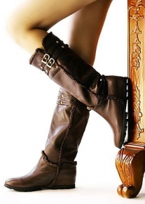 Кожаные сапоги с ремешками и окантовкой