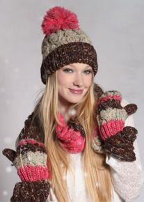 Контрастная шапка в три цвета