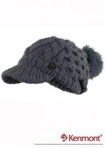 Рельефно вязаная шапка с козырьком