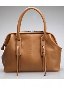 Кожаная сумка эффектно украшенная лямками