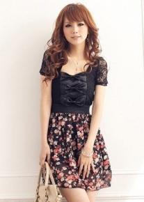 Оригинальное платье с кружевными рукавами