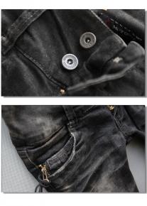 Эффектны темные джинсы