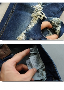 Синие рваные джинсы