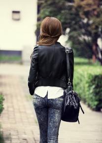 Эффектная куртка на асимметричной молнии