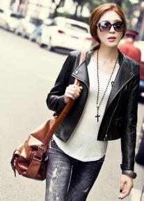 Молодежная куртка декорированная строчками