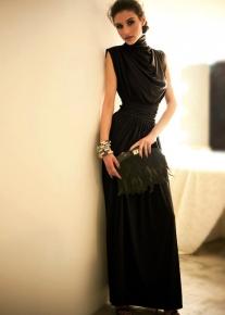 Элегантное платье декорированное драпировкой