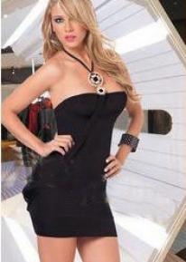 Черное платье с украшениями на бретельке через шею
