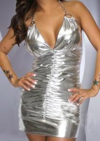 Серебристое платье с цепочкой через шею