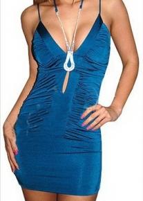 Синее платье со сборками и украшением