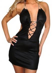 Черное платье со шнуровкой и на цепочке через шею