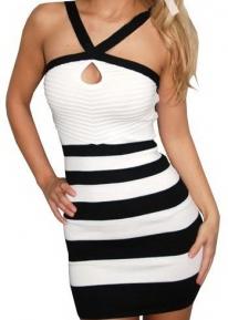 Элегантное черно-белое платье с фронтальным разрезом
