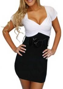 Черно-белое платье с массивным поясом и эффектным декольте