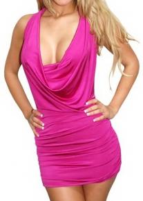 Розовое секси платье с глубоким декольте свободного кроя