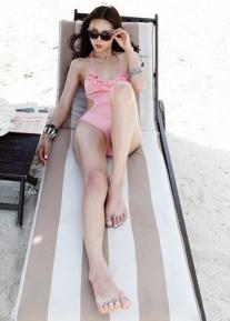 Целиковый купальник с рюшами