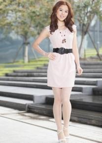 Деловое платье с оригинальным декольте