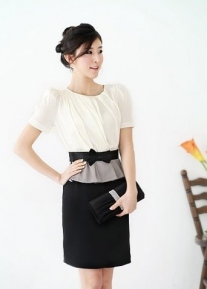 Изящное деловое платье с поясом- бантиком