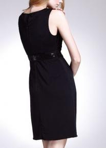 Эффектное платье с запахом соединяющимся на поясе с пайетками