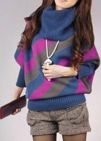 Яркий пуловер в косую полоску