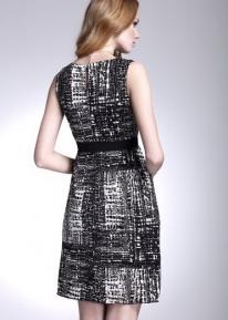 Текстурное платье с запахом соединяющимся на талии