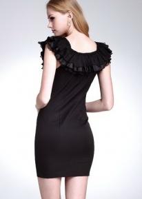 Модное платье с рюшечками вокруг линии шеи