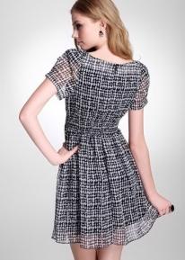 Воздушное текстурное платье с плиссированной резинкой на талии