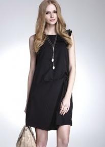 Платье свободного кроя с плиссированными рюшечками на одном плече