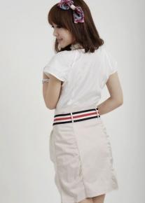 Белая блузка с черным кружевным орнаментом