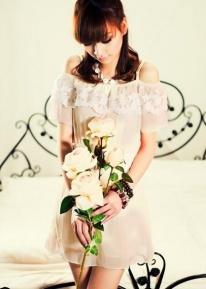 Шифоновое платье с кружевной отделкой и поясом