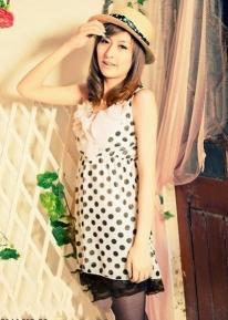 Платье в  горошек с оригинальным декольте