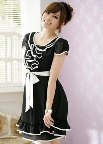 Красивое платье с бантом на талии