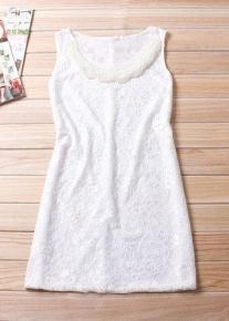 Оригинальное кружевное платье с бусами
