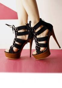 Босоножки на платформе со шнурком