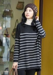 Удлиненный пуловер свободного кроя в полоску