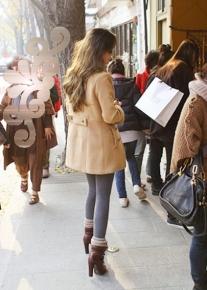 Двубортное пальто с длинными манжетами