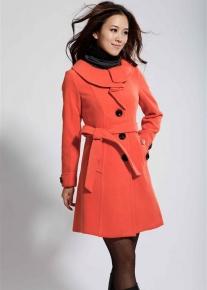 Пальто с оригинальным круглым воротником