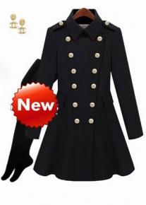 Приталенное двубортное пальто с расклешенным подолом в стиле милитари