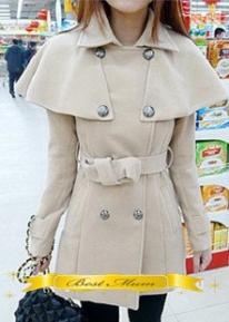 Двубортное пальто с накидкой на плечи