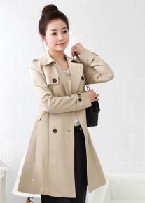 Двубортное пальто с ремешками и клапанами
