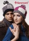 Разноцветная вязаная шапка с помпоном