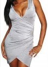 Серебристое платье с запахом соединяющимся на талии изящным украшением
