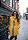 Желтое пальто со стоячим воротником